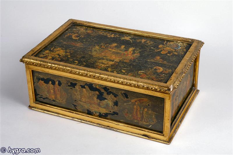 Sb112: Rare important early 18th Century Venetian box with fielded panels decorated with  lacca povera depicting Chinoiserie fantasies, framed with gilt-wood; the inside of the box has a later (early 19th century English) tray, covered in green silk fitted for sewing, circa 1730.